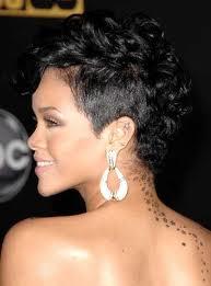 Rihanna Cabelo Curto 03